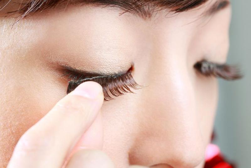 Como aplicar cílios postiços e valorizar o seu olhar!