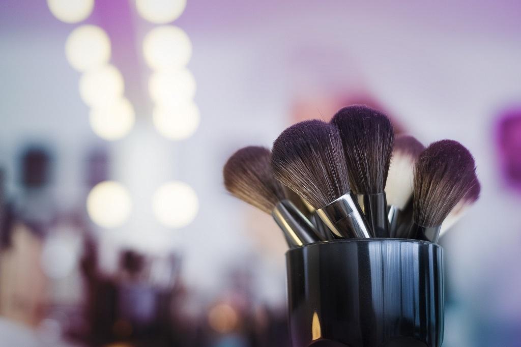 Como limpar e higienizar os pincéis de maquiagem?
